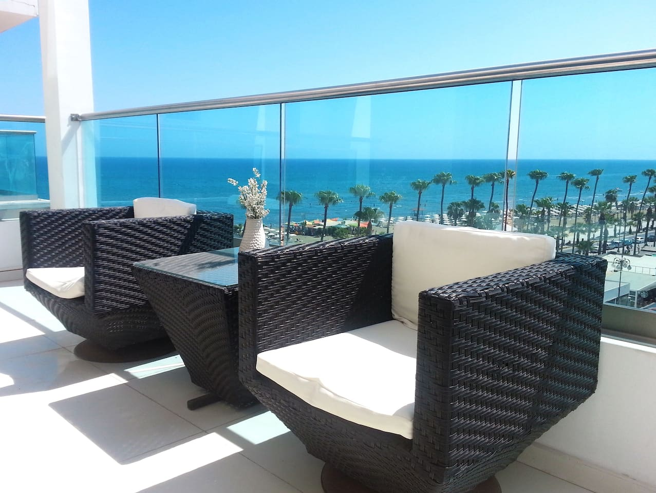 2b Seafront Boutique Apartment - Finikoudes Beach